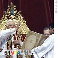Pope Benedict XVI Delivers Blessing During Urbi Et Orbi Message In St Peters