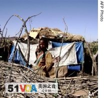 A refugee stands in front of a makeshift hut in Chadian Farchana camp, which houses some 20,000 Sudanese (File Photo - 14 Dec 2007)