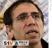 Iranian filmmaker Mohsen Makhmalbaf speaks during press conference at Foreign Press Club in Rome, 23 Jun 2009