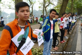 Hundreds in Hanoi Protest Tree Cutting