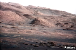 The base of Mars' Mount Sharp is pictured in this August 27, 2012 photo taken by the Curiosity rover (Credit : NASA ) .